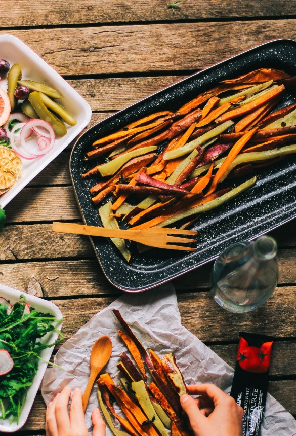 foodiesfeed.com_fresh-vegetables-with-sweet-potato-fries.jpg